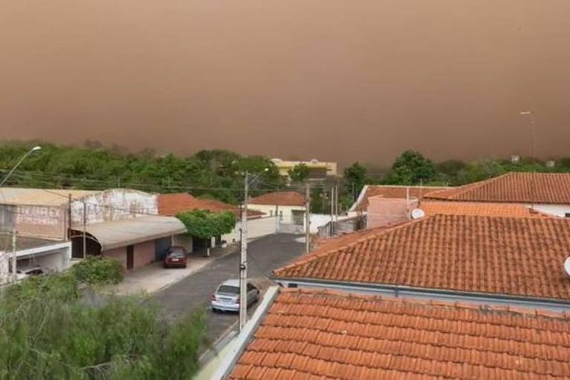 Tempestade de areia atinge mais uma cidade no interior de SP