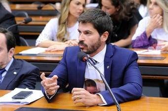 IMAGEM: Fusão do DEM com PSL nasce rachado em São Paulo