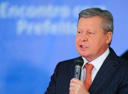Arthur Virgílio pode apoiar Doria nas prévias do PSDB