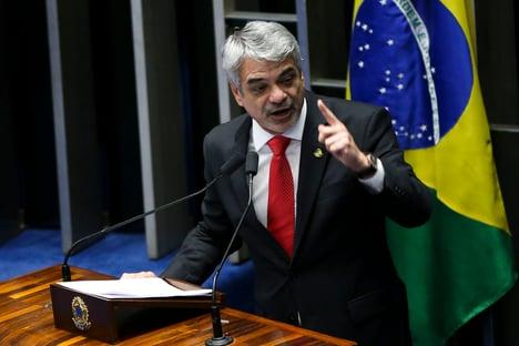 Humberto Costa quer que CPI investigue se Bolsonaro apostou na imunidade de rebanho