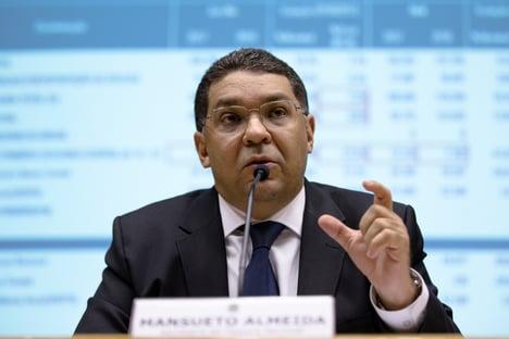 """""""É um sacrifício até pequeno no meio de uma crise tão séria"""", diz Mansueto, sobre congelamento de salários"""