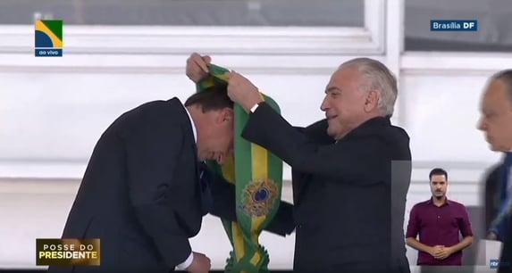 #BolsonaroArregou viraliza nas redes sociais
