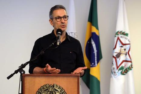 Romeu Zema quer dar mega-aumento a servidores da segurança pública