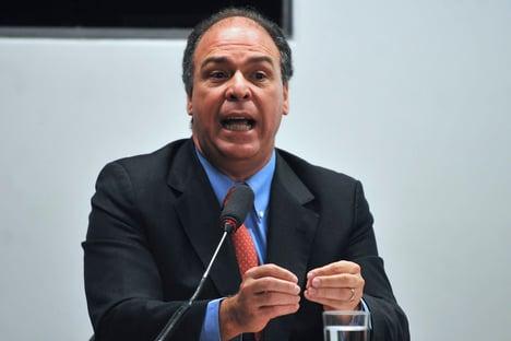 LÍDER DO GOVERNO NO SENADO É UM DOS ALVOS DE BLOQUEIO DE BENS