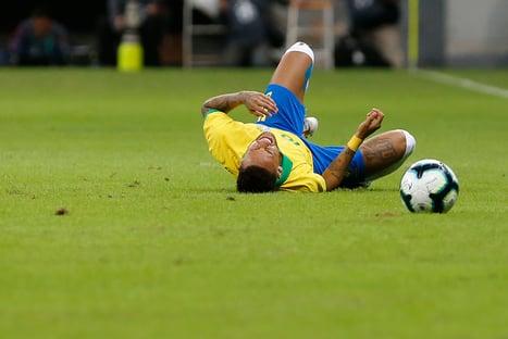 "Najila ironiza Neymar: ""Driblando e caindo"""