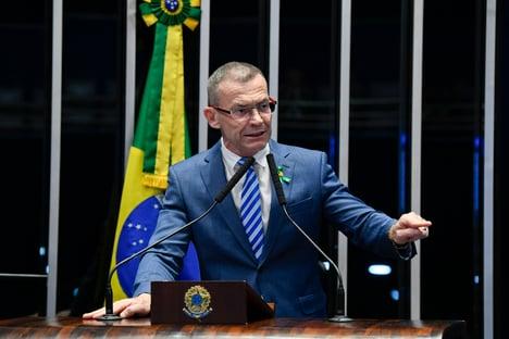 """Contarato defende """"longa temporada na cadeia"""" para Bolsonaro"""