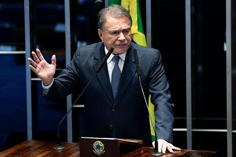 Alvaro Dias diz que não há espaço para brechas autoritárias