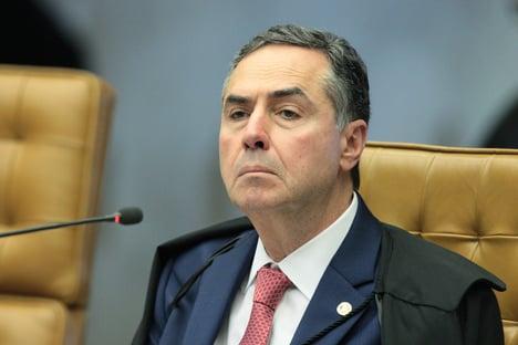 Barroso se declara impedido, e Rosa recebe ação de blogueiro bolsonarista
