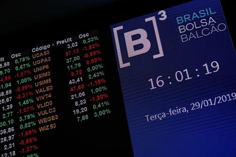 Em dia caótico, Ibovespa despenca quase 15% no fechamento
