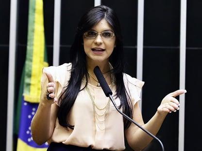 """Deputada se diz """"amplamente ameaçada"""" após postagem de Eduardo Bolsonaro"""