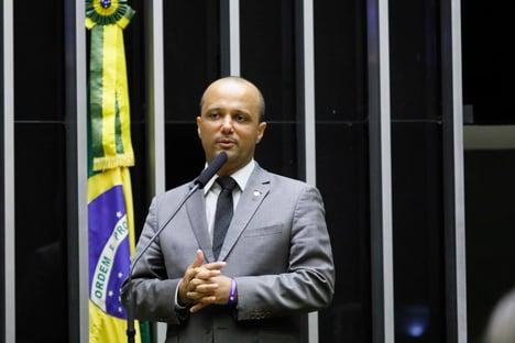 Vitor Hugo pode cair para cima