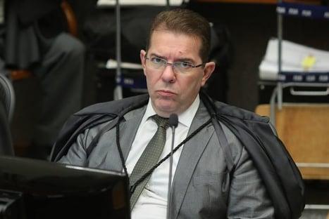 3 x 1 – Maioria no STJ rejeita ação de Flávio contra inquérito da rachadinha