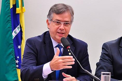 """""""Vai passar na tratorada"""", diz vice-líder do governo Bolsonaro, sobre golpe do fundão"""