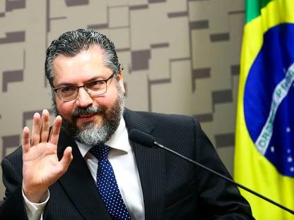 """Ernesto ataca OMS e diz que é preciso lutar contra o """"comunavírus"""""""