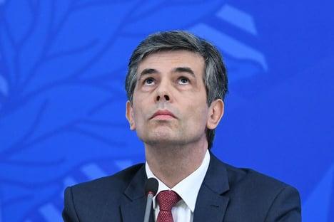 """Ministério da Saúde """"nunca se posicionou para a saída do distanciamento"""", diz Teich"""