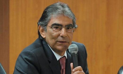 """Bolsonaro """"não está governando nos termos da Constituição"""""""