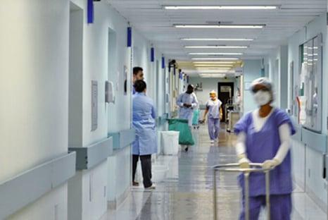 Covid-19: Brasil registra 555 mortes em 24 horas, diz consórcio