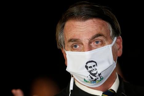 """Bolsonaro pede para seguidores filmarem hospitais de campanha. """"Arranja uma maneira de entrar e filmar"""""""