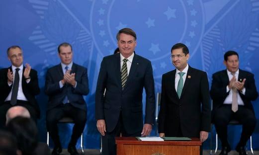AGU pede a Celso de Mello para arquivar mandado de segurança contra Bolsonaro