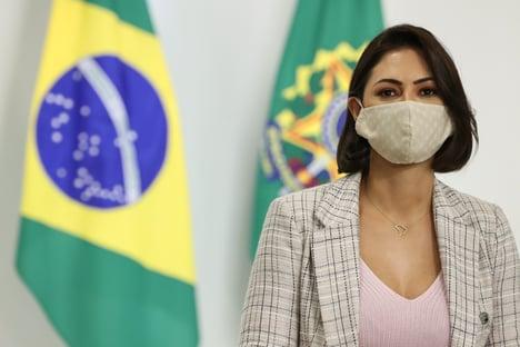 Michelle longe de Bolsonaro