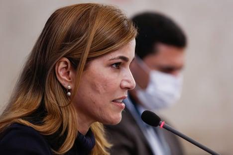 Mayra Pinheiro registra B.O. contra chefe de gabinete de Queiroga, diz rádio
