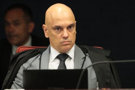 Moraes mantém delegado à frente de inquérito sobre possível interferência de Bolsonaro na PF