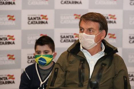 Bolsonaro diz usar vermífugo para tratamento de Covid-19