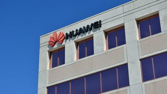 Filha do dono da Huawei é libertada e volta para a China