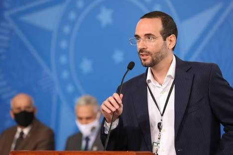 CPI avalia mandar representante aos EUA para tomar depoimento de Arthur Weintraub