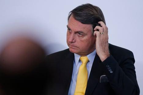 Bolsonaro chama de imbecil quem diz que ele deve se vacinar e afirma não ser dono de Kassio