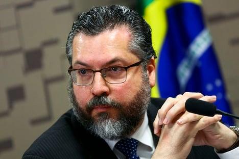 """YouTube deleta vídeo de fundação do Itamaraty por risco de """"danos graves ou morte"""""""