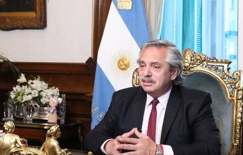 Alberto Fernández critica Pfizer