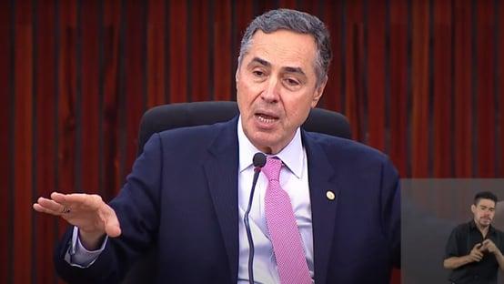 """""""A Constituição tem lugar para todos, menos para os que querem destruí-la"""", diz Barroso"""