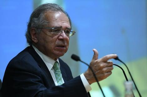 """Guedes """"preferiu reclamar da balança"""", ironiza ex-diretor do Banco Central"""
