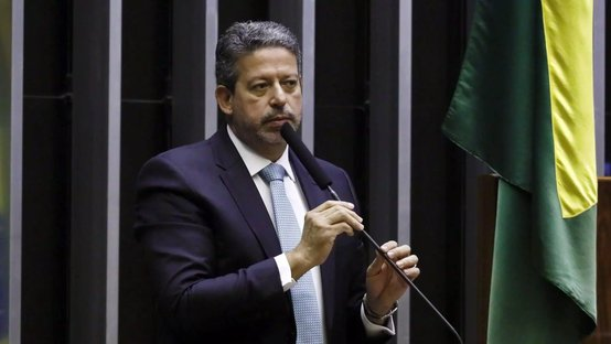 Liberais e conservadores pedem a Lira menos comissões e obstruções na Câmara