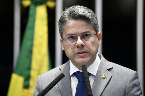 Não dá mais para ter meme ambulante', diz Alessandro Vieira sobre eleições