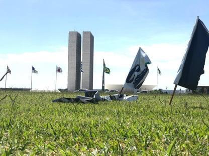 Maia acusa bolsonaristas de destruir faixas de apoio a Baleia