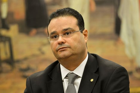 """""""Desenha-se uma crise entre Poderes"""", diz deputado sobre CPI da Covid"""