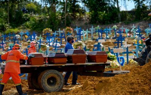 Covid: mortes em março no Brasil foram o dobro do auge da 1ª onda