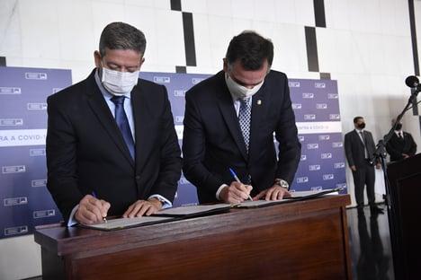 Lira e Pacheco embarcam para Roma para Cúpula de Presidentes de Parlamentos