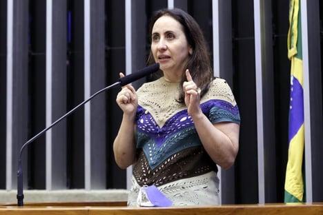 """Votação da LDO com golpe do fundão foi um """"me engana que eu gosto"""", diz Adriana Ventura"""