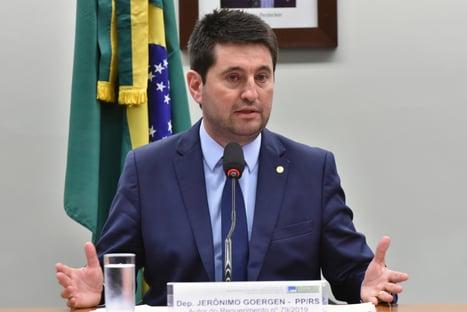 Deputado do PP anuncia saída da política