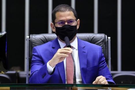 Preferia que fosse para visitar usinas de oxigênio, diz vice da Câmara, sobre Bolsonaro no Amazonas