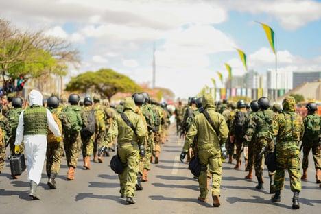 """Em pedido de impeachment, oposição acusa Bolsonaro de usar as Forças Armadas para """"promover seu projeto autoritário de poder"""""""