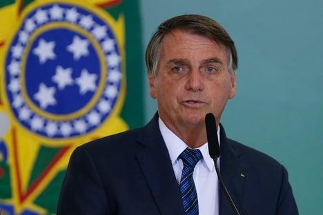 Bolsonaro diz a apoiadores que joga dentro da Constituição