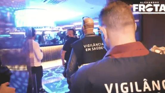 Vídeo mostra momento em que Gabigol e MC Gui são detidos em cassino