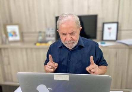 """Lula nega conversa com militares e diz que desfile foi """"patético"""""""