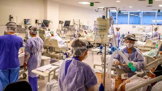 Nove em cada dez internados com Covid não foram vacinados, diz estudo