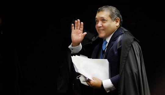 Nunes Marques avalia pedir vista em julgamento sobre igrejas