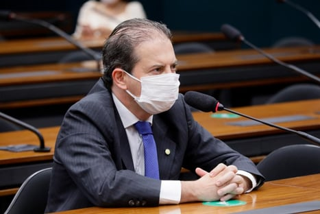 PSDB votará para derrubar veto de Bolsonaro sobre absorventes